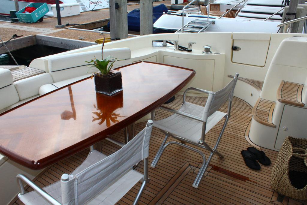 62 Azimut' Boat Lounge
