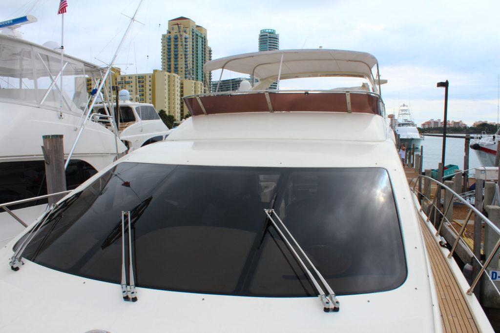 62 Azimut' Yacht Front