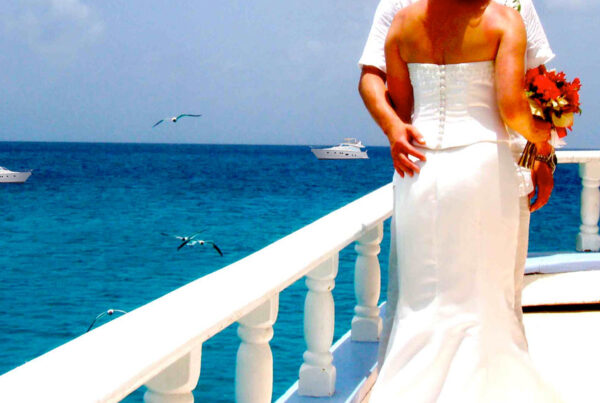 How to plan a perfect wedding on a luxury yacht charter