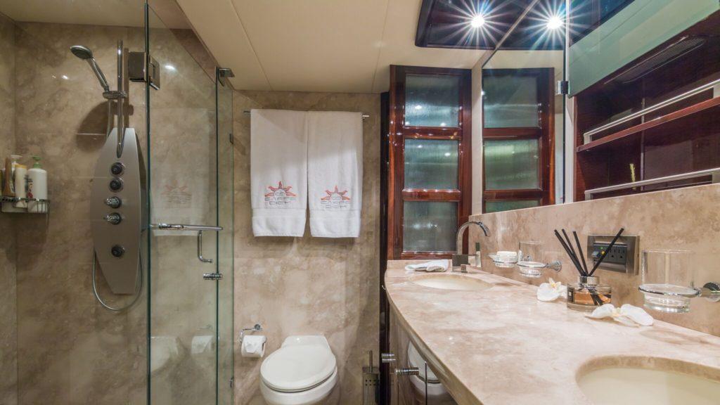 75' Lazzara LSX Boat Bathroom
