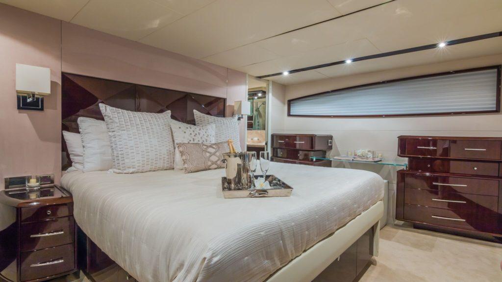 75' Lazzara LSX Boat Cabin